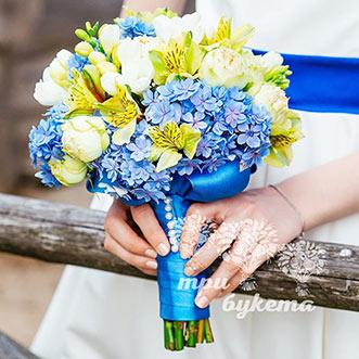 Букет невесты из гортензии и роз